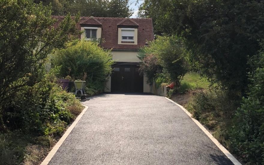 Exemple Allée de jardin en enrobé noir à chaud par Entreprise Lowe à ...