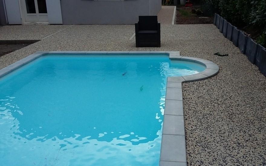 exemple plage de piscine en b ton d sactiv saint bonnet. Black Bedroom Furniture Sets. Home Design Ideas