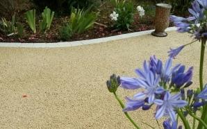 Aménagement Allée de jardin en goudron, graviers ou enrobé