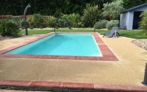 Conception plage de piscine en min ralstar r alis par for Piscine des herbiers