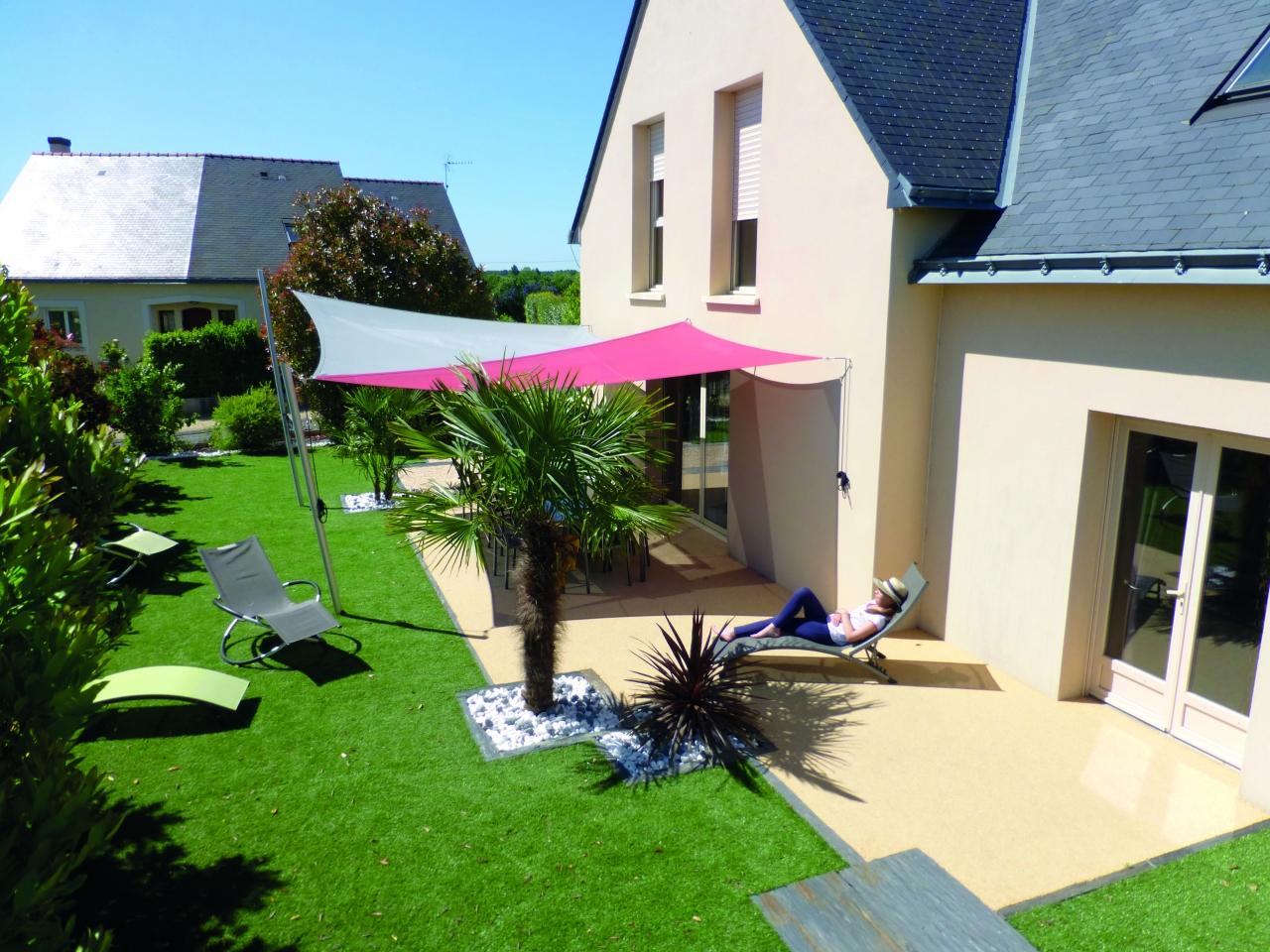 gazon synth tique r aliste pour cour terrasse tour de piscine. Black Bedroom Furniture Sets. Home Design Ideas