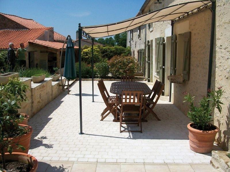 le seul pav tudi pour les all es de jardin pos par un. Black Bedroom Furniture Sets. Home Design Ideas
