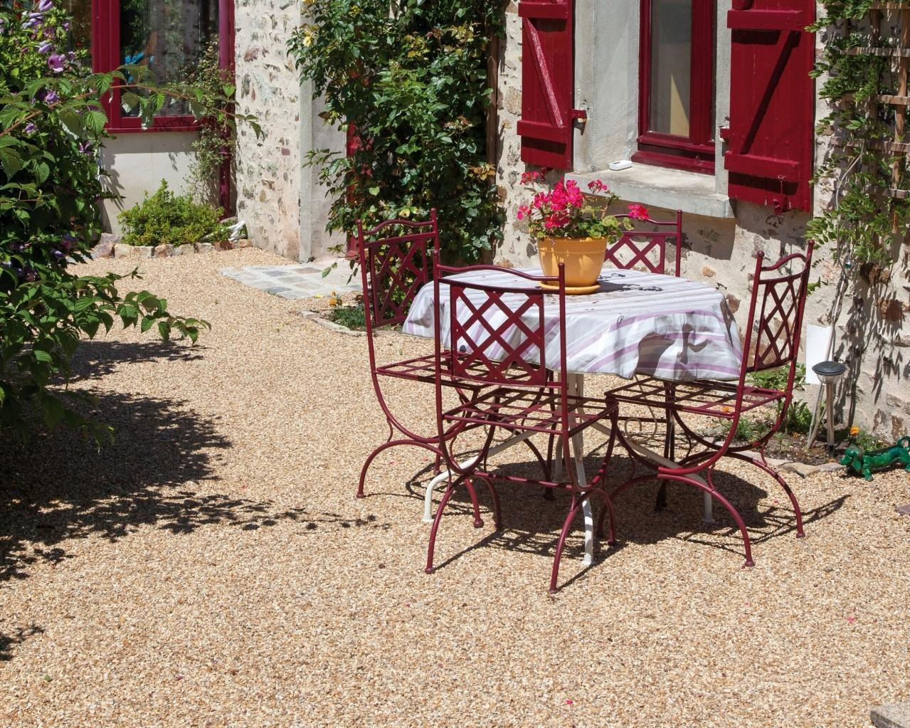 Allee De Jardin En Pente pour votre cour ou accès de garage, des graviers stabilisés