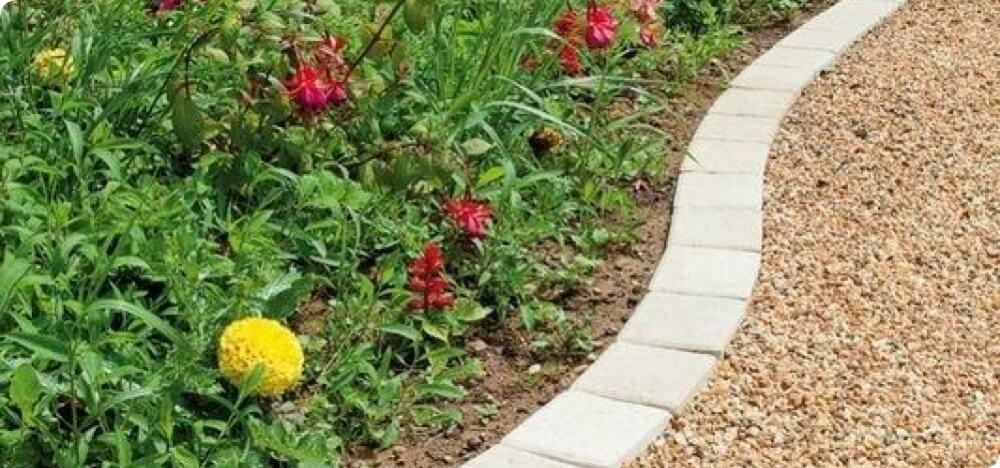 Le seul pav tudi pour les all es de jardin pos par un - Bordures pour allees de jardin ...