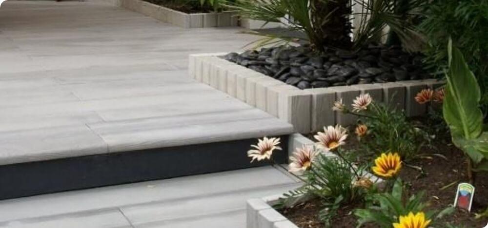 Pour votre terrasse ou allée, lames de béton imitation bois