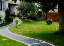 Demandez un devis de b ton d sactiv pour votre cour for Entretien jardin urrugne