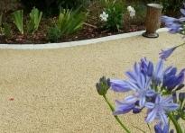 Avis - Une allée de jardin ou une terrasse en gravillons fixés par ...