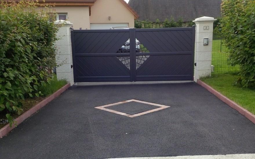 Cr ation all e de garage en enrob chaud r alis par heurtault bourneville - Pave allee de garage ...