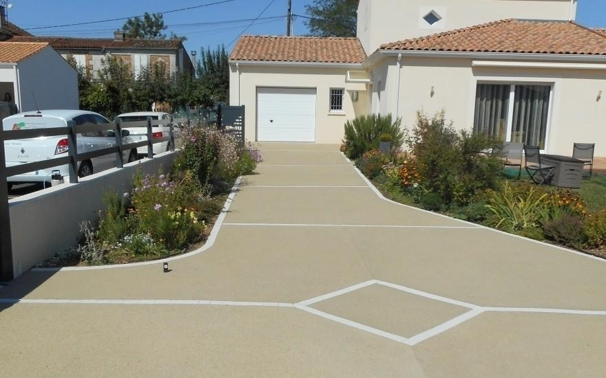 Exemple all e de garage en b ton poreux r alis par for Beton allee garage