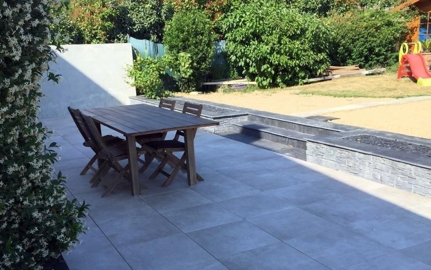 exemple terrasse en dallage sur plots r alis par jouin cantenay epinard. Black Bedroom Furniture Sets. Home Design Ideas