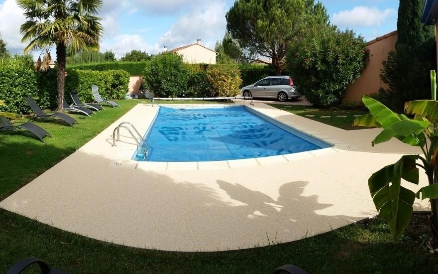 Am nagement plage de piscine en min ralstar r alis par - Amenagement plage piscine ...