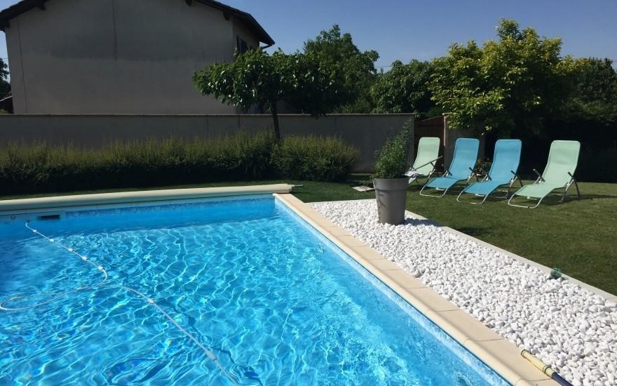 Exemple plage de piscine en dm green r alis par for Entreprise piscine