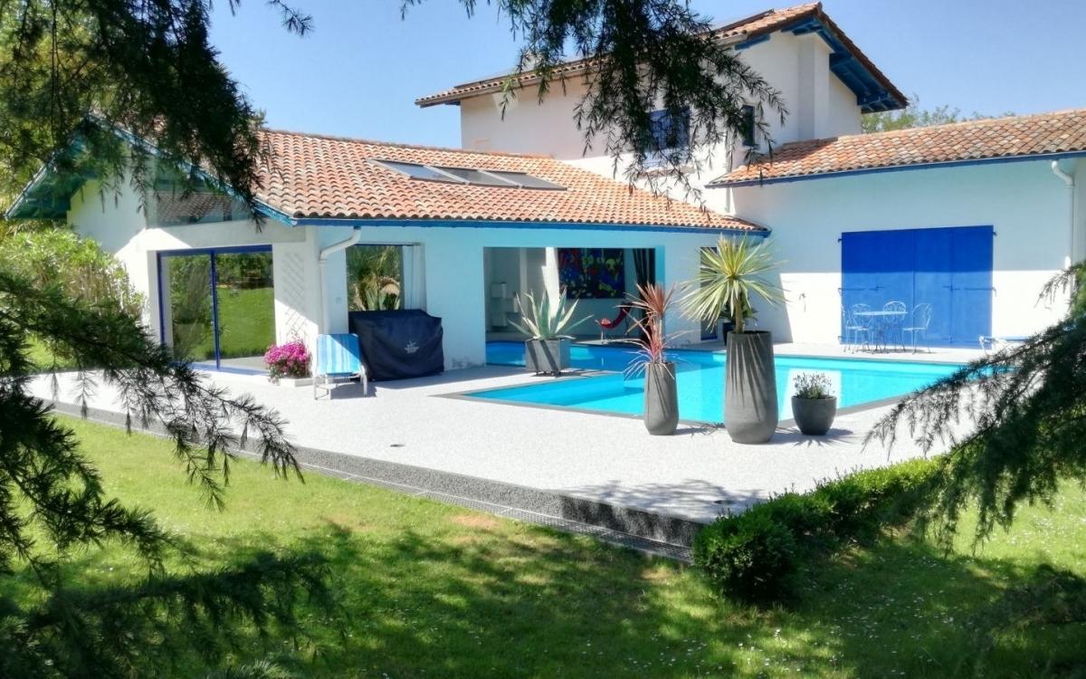 Cr ation plage de piscine en hydrostar r alis par for Piscine ustaritz