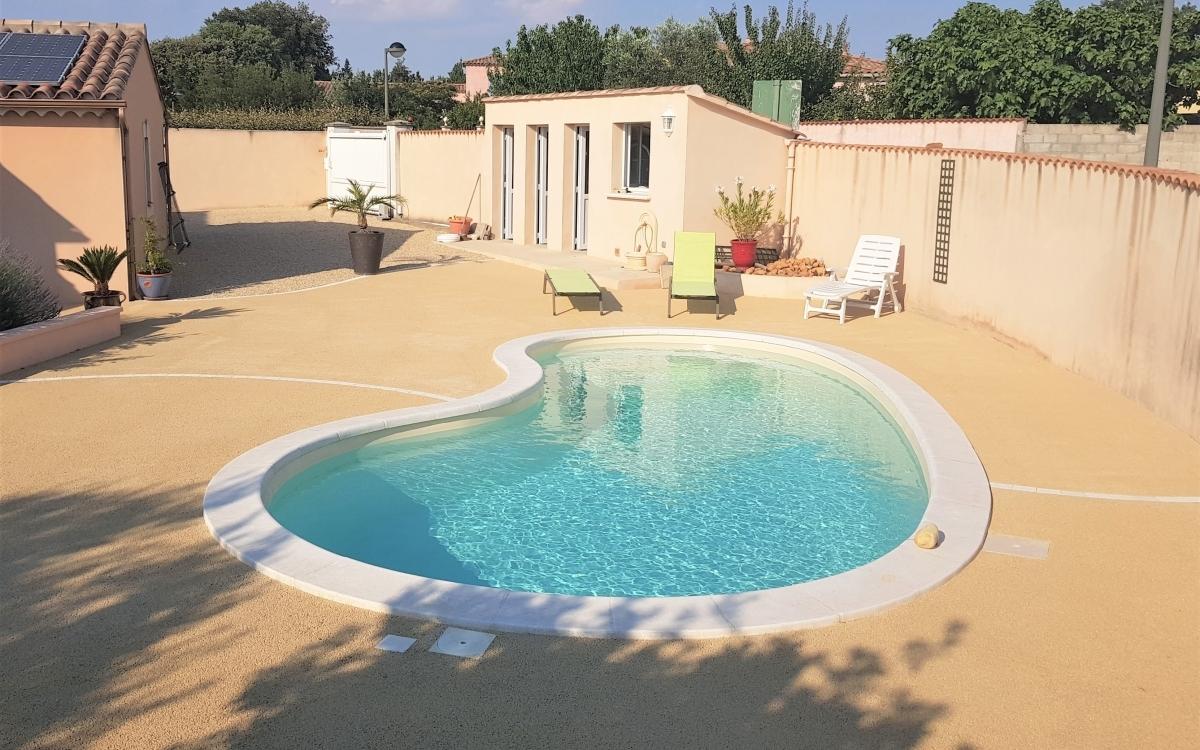 Am nagement plage de piscine en min ralstar r alis par for Entreprise piscine