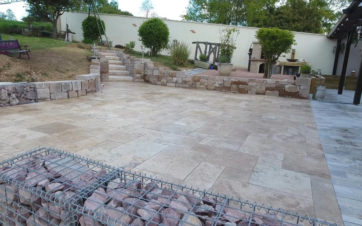 Exemple terrasse en dallage entreprise guilloux en yonne for Terras boibe