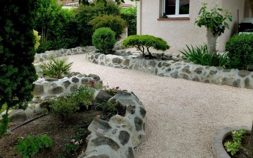 Allée de jardin en Alvéostar® conçu par Urdiales près de ...